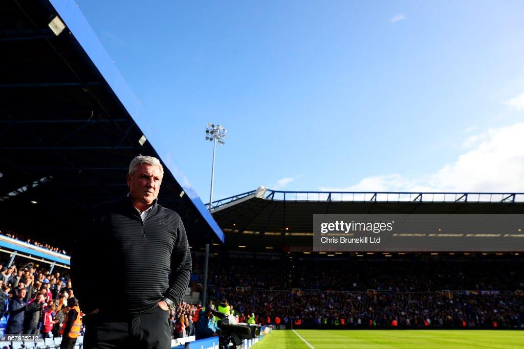 Aston Villa manager Steve Bruce looks on during the Sky Bet Championship match between Birmingham City and Aston Villa at St Andrews (stadium) on October 29, 2017 in Birmingham, England.