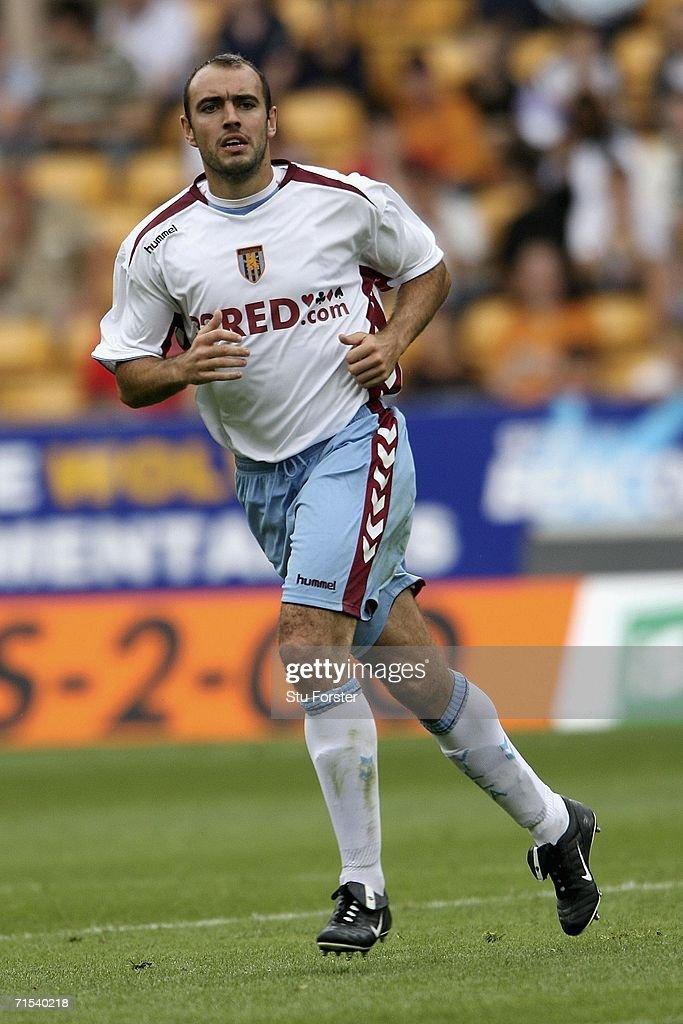 Aston Villa midfielder Gavin McCann makes a run during the Pre-season friendly match between Wolverhampton Wanderers and Aston Villa at Molineux on July 29, 2006 in Wolverhampton, England.