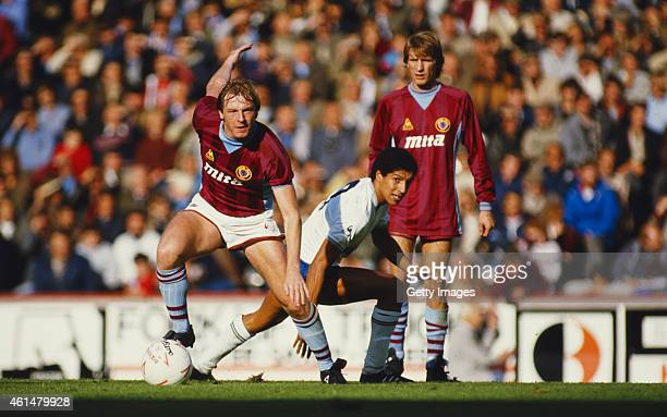 Aston Villa midfielder Steve McMahon holds off the challenge of Spurs defender Chris Hughton as Gordon Cowans looks on during a League Division One...