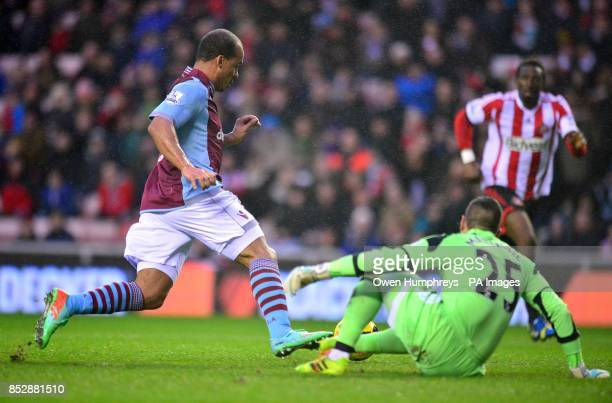 Aston Villa's Gabriel Agbonlahor takes the ball around Sunderland goalkeeper Vito Mannone before scoring his team's opening goal