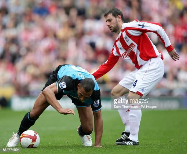 Aston Villa's John Carew and Stoke City's Rory Delap battle for the ball