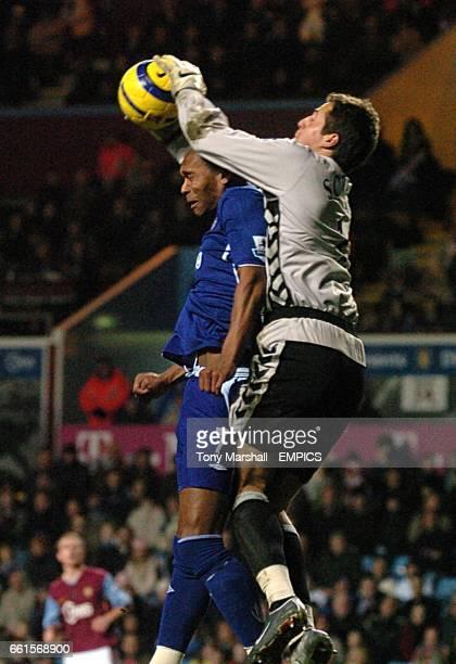 Aston Villa's Thomas Sorensen and Everton's Marcus Bent