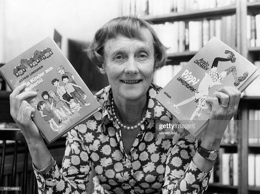 <a gi-track='captionPersonalityLinkClicked' href=/galleries/search?phrase=Astrid+Lindgren&family=editorial&specificpeople=903526 ng-click='$event.stopPropagation()'>Astrid Lindgren</a> (*-+), Schriftstellerin, Kinderbuchautorin, Schweden, - mit ihren Büchern `Die Kinder aus, Bullerbü' (erschienen 1946, deutsch 1954), und `Pippi Langstrumpf' (erschienen 1945,, deutsch 1949), - 1972