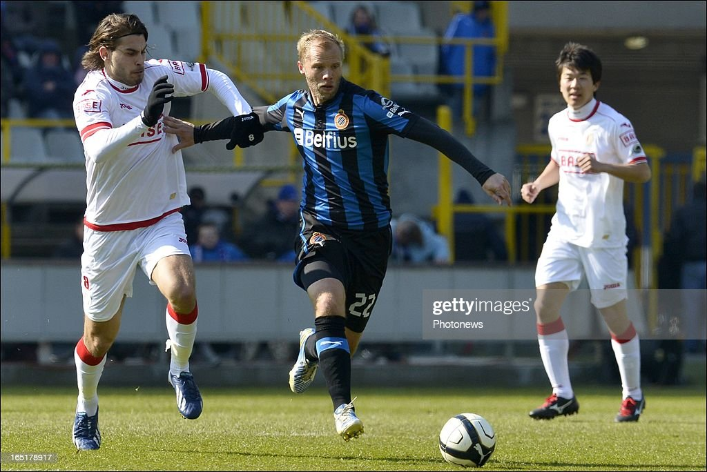 Astrit Ajdarevic of Standard battles for the ball with Eidur Gudjohnsen of Club Brugge KV during the Jupiler League match between Club Brugge and Standard de Liege , in the Jan Breydel Stadium on April 01, 2013 in Brugge, Belgium.