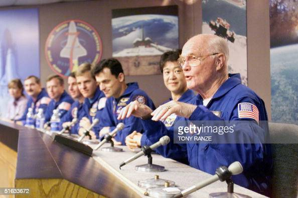 nasa announced onboarding of john glenn in the space shuttle discovery John h glenn, jr nasa  one month after he announced his candidacy,  john astronaut john glenn, age 77, aboard the space shuttle discovery during its 1998 sts .