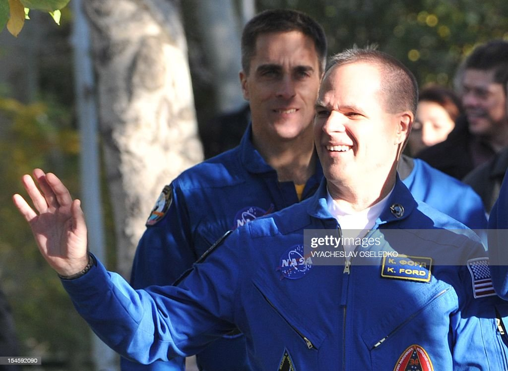 US astronaut Kevin Ford waves as he walks to a bus during a sending-off ceremony in the Russian-leased Baikonur cosmodrome on October 23, 2012. The crew is to blast off for the International Space Station in a Russian Soyuz space craft. AFP PHOTO / VYACHESLAV OSELEDKO