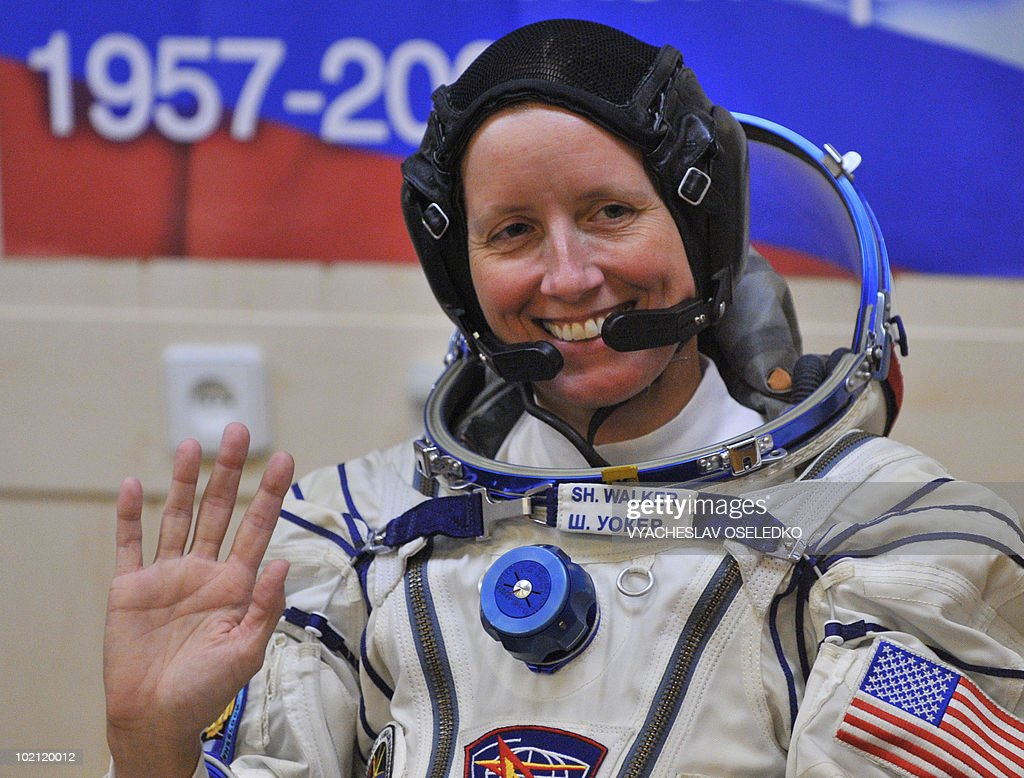 US astronaut Shannon Walker waves at the Kazakhstan's Russian-leased Baikonur cosmodrome on June 15, 2010 in Baikonur. US astronauts Doug Wheelock, Shannon Walker and Russian cosmonaut Fyodor Yurchikhin are scheduled to fly to the International Space Station (ISS) in a Soyuz TMA-19 spacecraft on June 16, 2010.