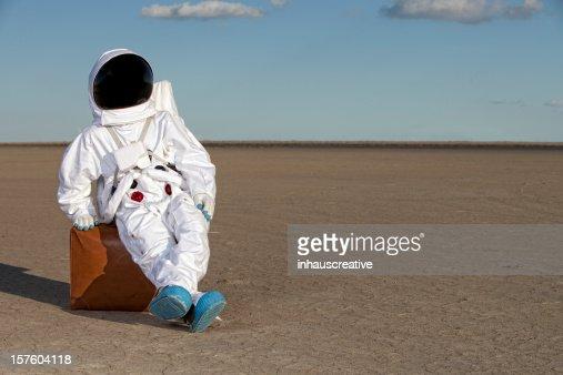 宇宙飛行士にスーツケースラウンジ
