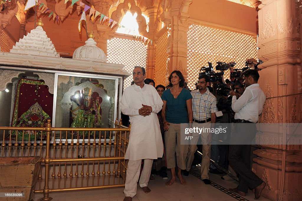 US astronaut Sunita Williams (C) arrives at the Dola Mataji Temple, to offer prayers at Jhulasan Village, where she was born, some 50 kms from Ahmedabad on April 4, 2013. Williams holds a world record for total cumulative spacewalk time by a female astronaut and has spent a total of 322 days in space on two missions. AFP PHOTO / Sam PANTHAKY