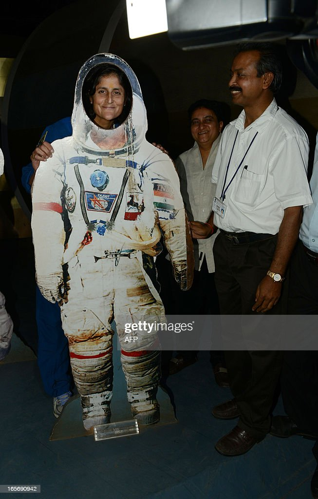 US astronaut Sunita Williams (L) poses for a photo during her visit at the Gujarat Science City on the outskirts of Ahmedabad on April 5, 2013. Williams holds a world record for total cumulative spacewalk time by a female astronaut and has spent a total of 322 days in space on two missions. AFP PHOTO / Sam PANTHAKY