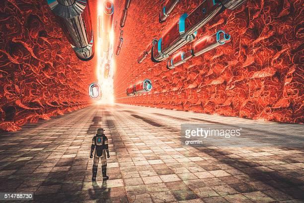 Astronauta a piedi sul pianeta alieno