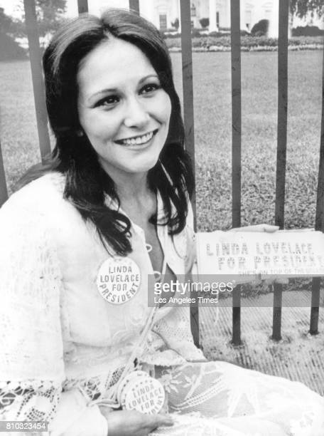 LOVELACE at 24 years old outside the White House publicizing her new movie LINDA LOVELACE FOR PRESIDENT Aug 20 1974 LA Times photo