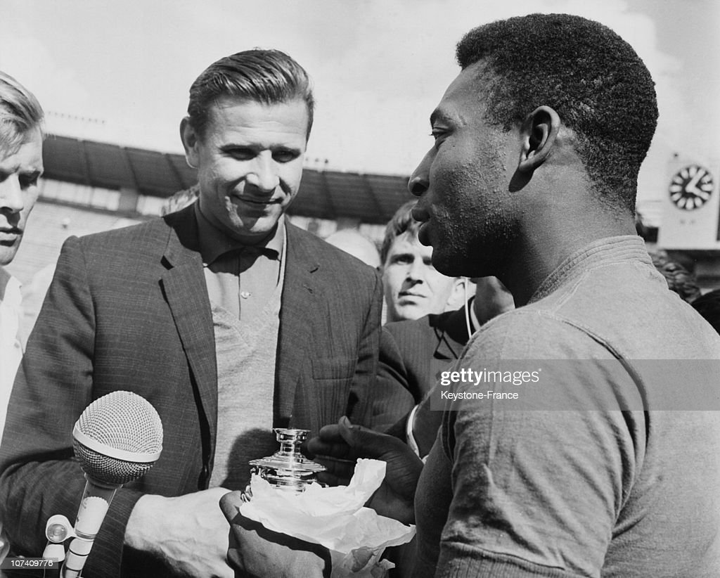 Lev Yashin And Pele In Moscow In 1965