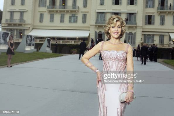 at the 21th Gala of AmFar Cinema Aganist AIDS Jane Fonda wearing a Versace dress with Chopard jewelry is photographed for Paris Match in Cap...