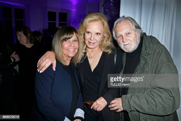 at the diner for the 14th concert of Sylvie Vartan at L'Olympia Sylvie Vartan with Chantal Goya and JeanJacques Debout are photographed by Paris...