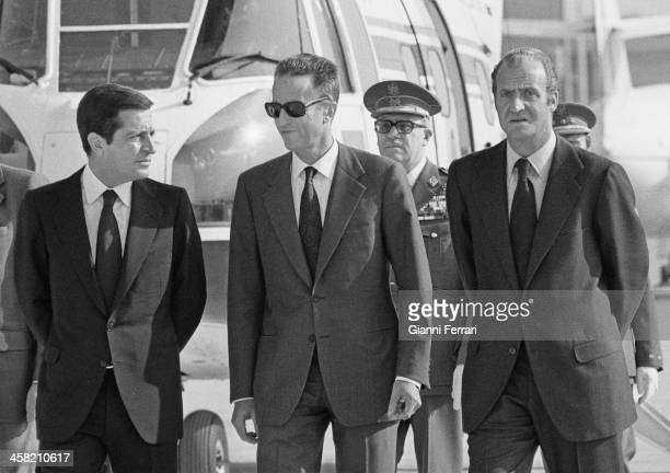 At the end of his official trip to Spain the Belgian King Baudouin is fired at Barajas airport by the Spanish King Juan Carlos and the Spanish...