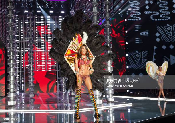 'THE VICTORIA'S SECRET FASHION SHOW' IN SHANGHAI CHINA FOR THE FIRST TIME at the MercedesBenz Arena Broadcasting TUESDAY NOV 28 ON CBS Pictured Cindy...