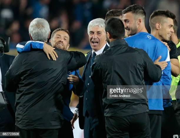 Atalanta BC coach Gian Piero Gasperini and Alejandro Dario Gomez of Atalanta BC celebrate the qualification at UEFA Europa League 2017/18 at the end...