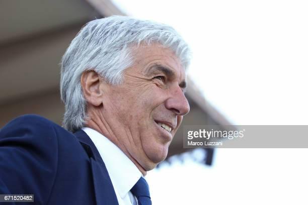 Atalanta BC coach Gian Piero Gasperini looks on before the Serie A match between Atalanta BC and Bologna FC at Stadio Atleti Azzurri d'Italia on...