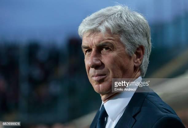 Atalanta BC coach Gian Piero Gasperini looks on before the Serie A match between Atalanta BC and AC Milan at Stadio Atleti Azzurri d'Italia on May 13...