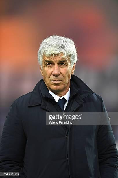 Atalanta BC head coach Gian Piero Gasperini looks on during the Serie A match between Atalanta BC and AS Roma at Stadio Atleti Azzurri d'Italia on...
