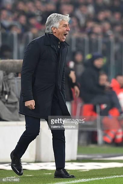 Atalanta BC head coach Gian Piero Gasperini shouts to his players during the Serie A match between Juventus FC and Atalanta BC at Juventus Stadium on...