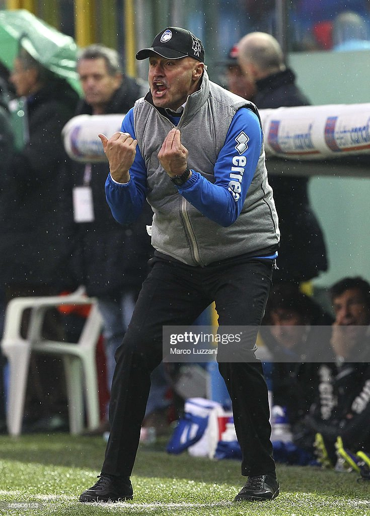 Atalanta BC manager Stefano Colantuono shouts to his players during the Serie A match between Atalanta BC and SSC Napoli at Stadio Atleti Azzurri d'Italia on February 2, 2014 in Bergamo, Italy.