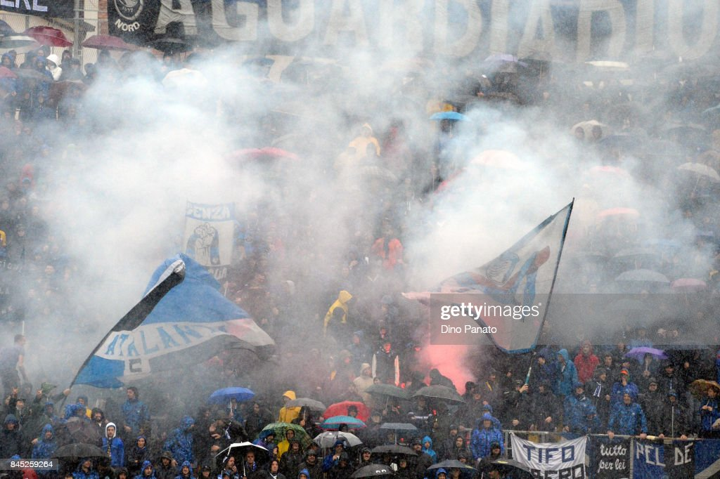Atalanta fans shows their support during the Serie A match between Atalanta BC and US Sassuolo at Stadio Atleti Azzurri d'Italia on September 10, 2017 in Bergamo, Italy.