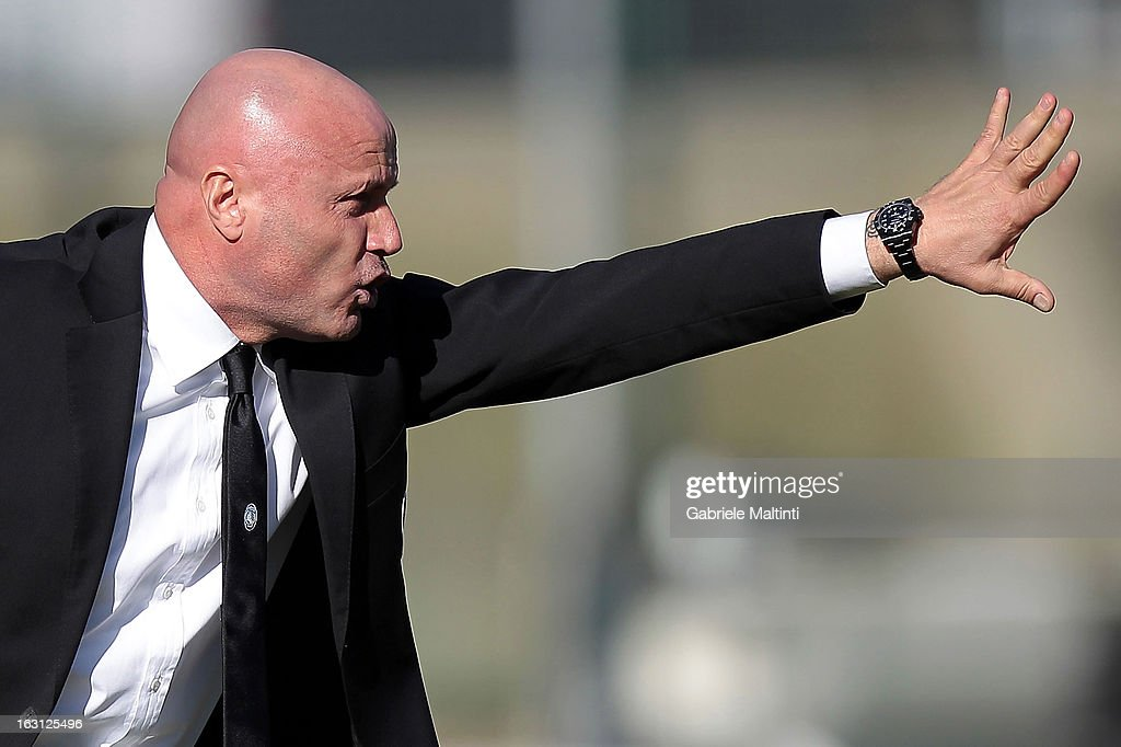 Atalanta head coach Stefano Colantuono shouts instructions to his players during the Serie A match between AC Siena and Atalanta BC at Stadio Artemio Franchi on March 3, 2013 in Siena, Italy.
