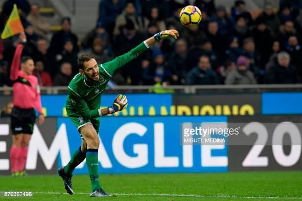 Atalanta's Albanian goalkeeper Etrit Berisha throws the ball during the Italian Serie A football match between Inter Milan and Atalanta at the San...