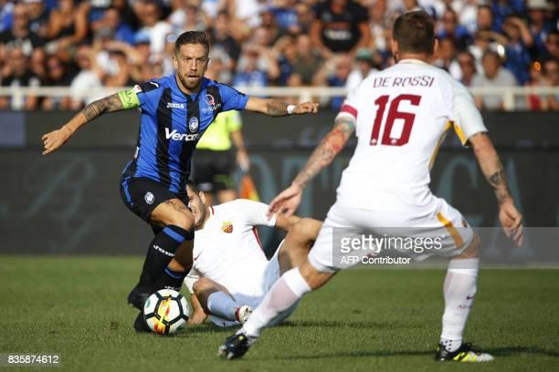 Atalanta's Argentinian midfielder Alejandro Dario Gomez vies for the ball with AS Roma's Italian midfielder Daniele De Rossi during the Italian Serie...