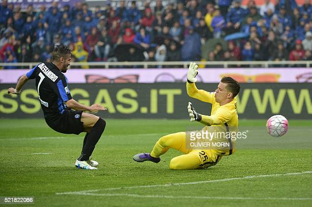 Atalanta's midfielder from Italy Marco D'Alessandro scores against Roma's goalkeeper from Poland Wojciech Szczesny during the Italian Serie A...