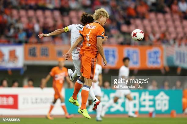 Ataru Esaka of Omiya Ardija and Song Ju Hun of Albirex Niigata compete for the ball during the JLeague J1 match between Albirex Niigata and Omiya...