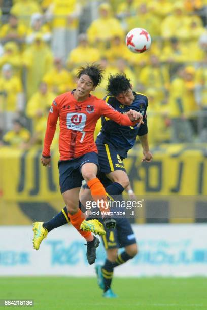 Ataru Esaka of Omiya Ardija and Yuta Nakayama of Kashiwa Reysol compete for the ball during the JLeague J1 match between Omiya Ardija and Kashiwa...