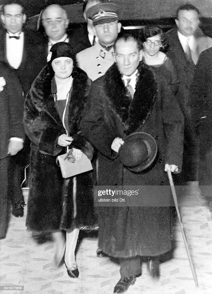 Atatuerk, Kemal *12.03.1881-+Politiker, Türkeimit seiner Adoptivtochter Afer Hanin,der ersten Türkin, die Mitglied in einerpolitischen Partei wurde- 1930