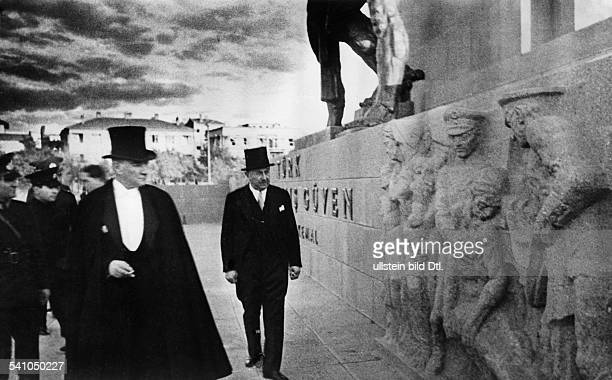 Atatuerk Kemal *12031881Politiker Tuerkei bei der Besichtigung des Riesenmonuments in Tokat undatiert vermutl 1935veroeffentlicht BZ