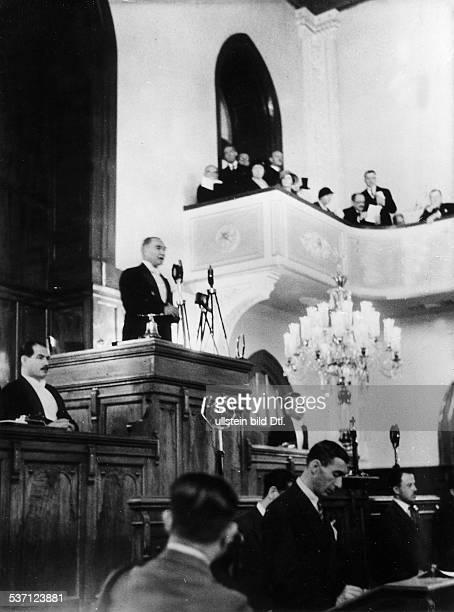 Atatuerk Kemal Politiker Feldherr Türkei eröffnet als Präsident der Republik die zehnte Nationalversammlung in Ankara 1933
