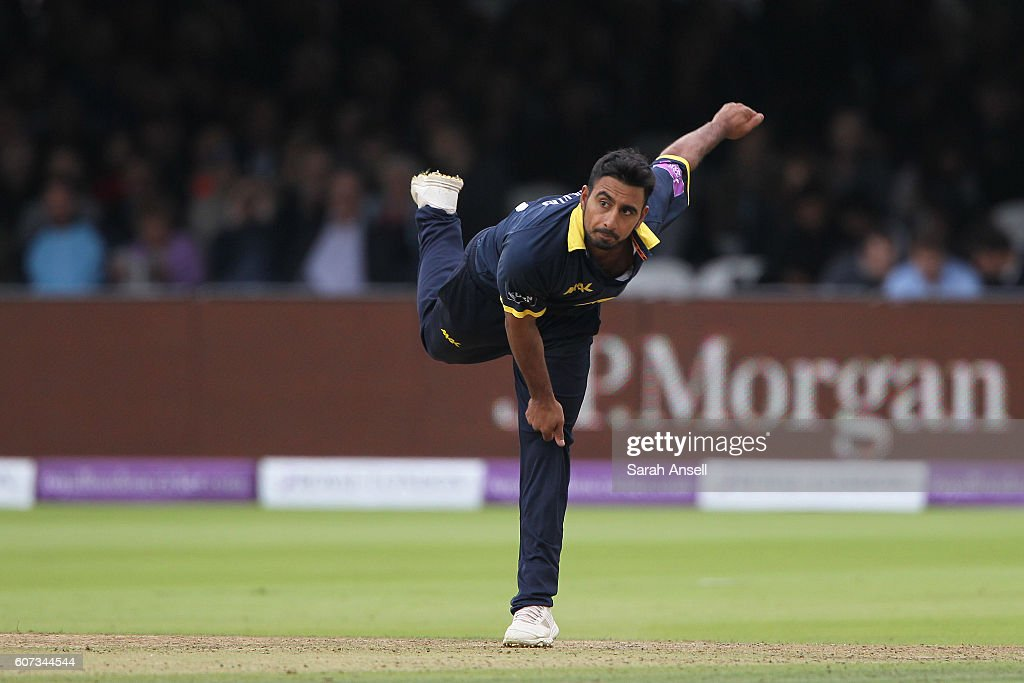 Ateeq Javid of Warwickshire bowls during the Royal London One-Day Cup Final match between Surrey and Warwickshire at Lord's Cricket Ground on September 17, 2016 in London, England. (Photo by Sarah Ansell/Getty Images).