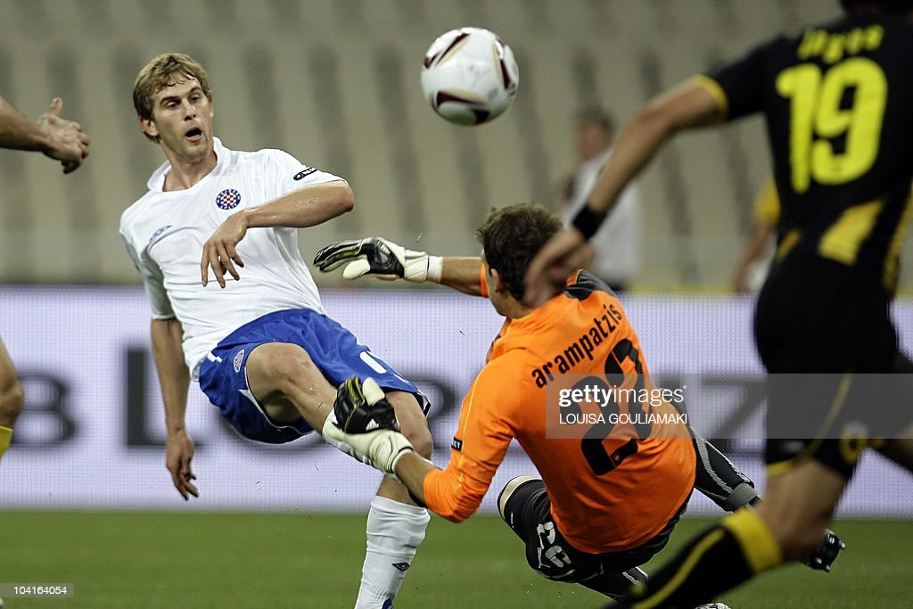 AEK Athens goalie Giannis Arabatzis (centre R) saves a shot by HNK Hajduk Split's Ivan Strinic during their UEFA Europa League football match at the Olympic stadium in Athens on September 16, 2010.