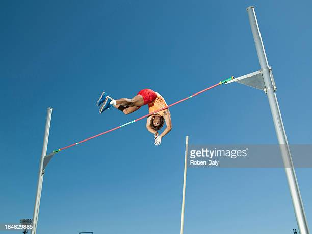 Athlet in der Luft, die pole vault