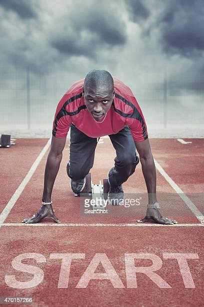 Atleta in blocchi di partenza