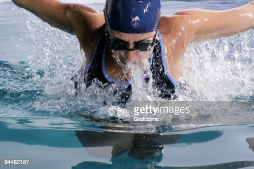 Athlet swimming butterfly : Stock Photo