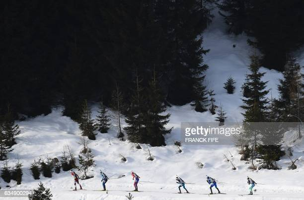 Athletes compete during the 2017 IBU World Championships Biathlon Men's 125 km Pursuit race in Hochfilzen on February 12 2017 / AFP / FRANCK FIFE
