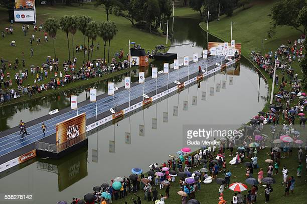 Athletes compete during the 'Mano a Mano' challenge at the Quinta da Boa Vista on June 5 2016 in Rio de Janeiro Brazil