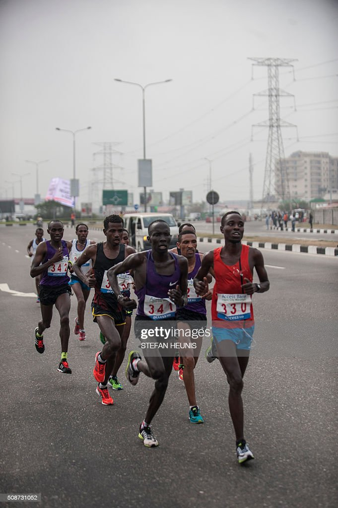 Athletes compete inthe first Lagos City Marathon, on February 6, 2016 in Lagos. / AFP / STEFAN HEUNIS