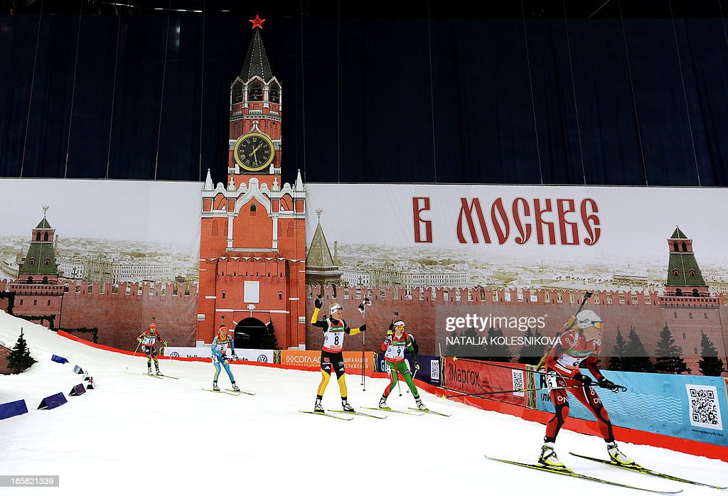 Athletes compete on April 6, 2013 in the women's biathlon mass start during the Champion's Race in Moscow . AFP PHOTO/ NATALIA KOLESNIKOVA