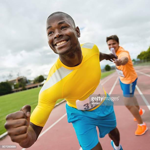 Athlètes dans une course de relais
