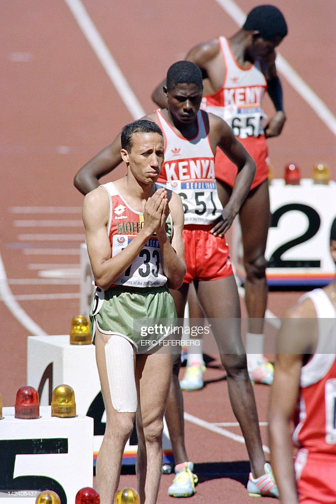 Athletes Kenyan Paul Ereng and Morocco Said Aouita concentrate before the 800m finals JO athletics event on September 26 1988 at the Olympic stadium...