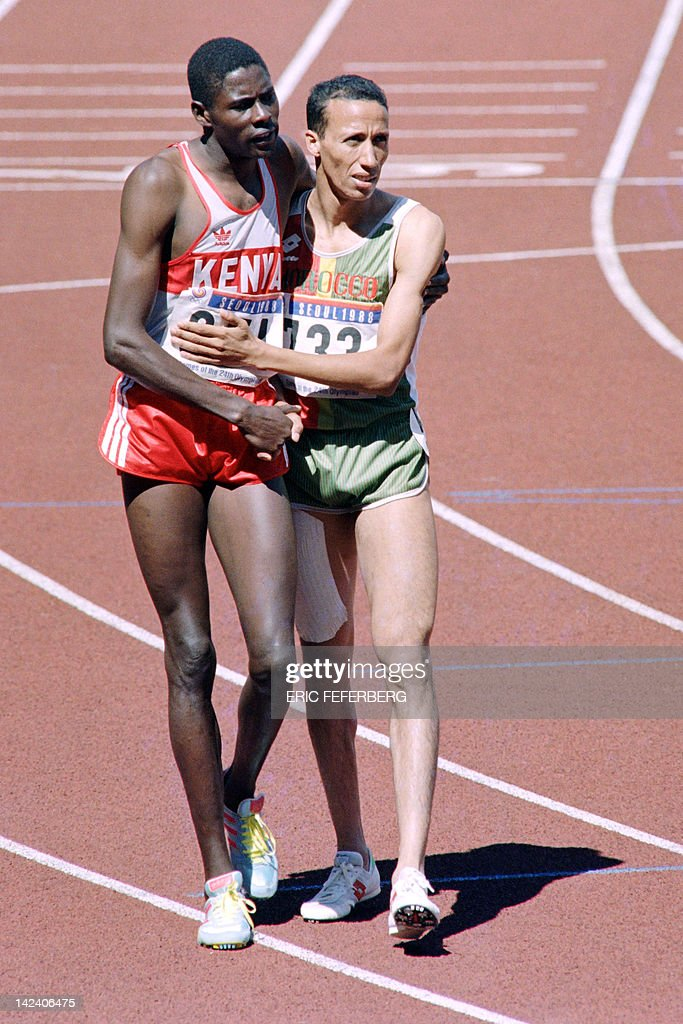 Athletes Kenyan Paul Ereng hugs Morocco Said Aouita after winning the gold medal for the 800m finals JO athletics event on September 26 1988 at the...