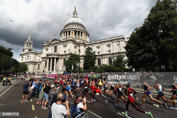 Athletes pass St Pauls Cathedral on the first lap of the Men's Marathon during day three of the 16th IAAF World Athletics Championships London 2017...
